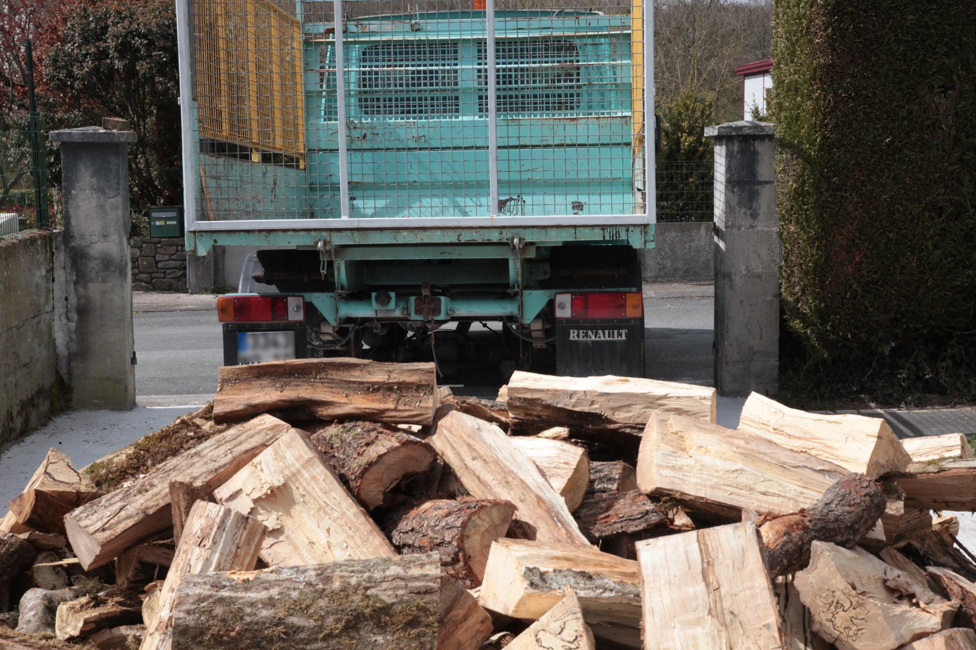 Livraison de bois en camion benne